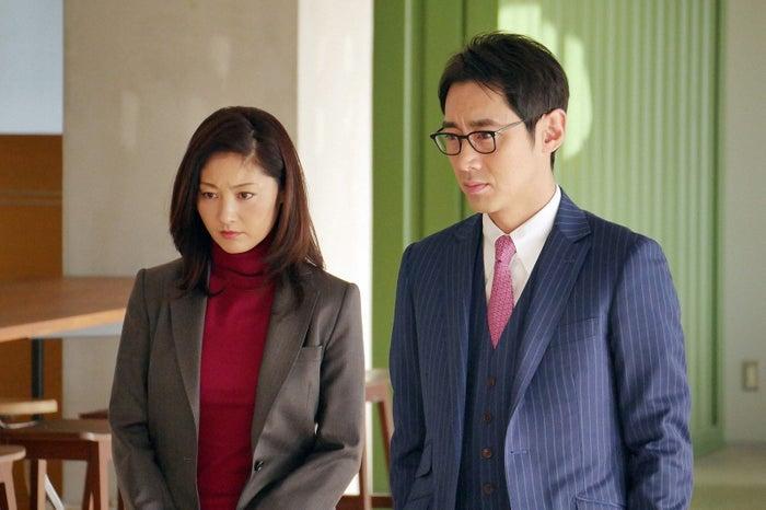 常盤貴子、小泉孝太郎/「グッドワイフ」より(C)TBS