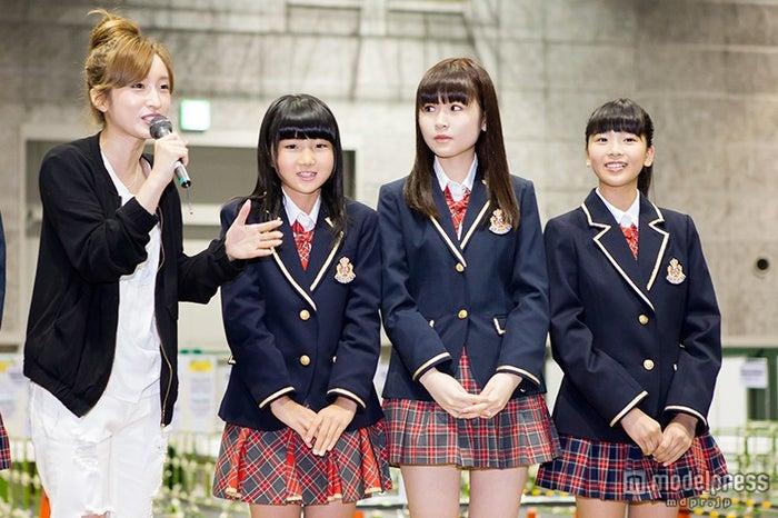 (左から)梅田彩佳、安藤愛璃菜、村中有基、安田桃寧(C)NMB48