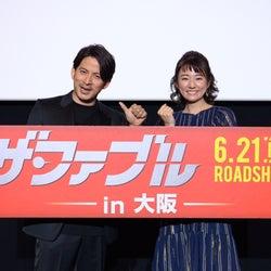 V6岡田准一、木村文乃と大阪でサプライズ登場 地元トークで沸かす<ザ・ファブル>