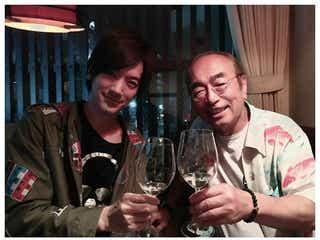 """DAIGO、""""園長""""志村けんさんに「ずっとついていきます」 笑顔の2ショットに誓う"""