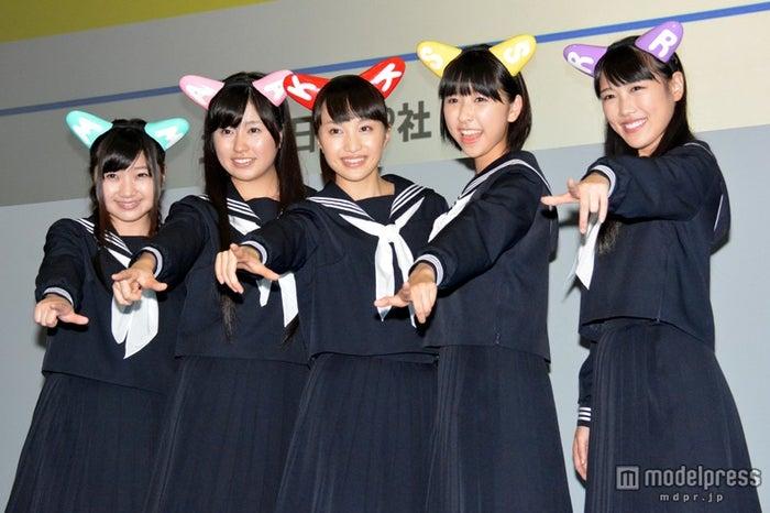 「ベスト・ジャパン・アクト」の勝者に決定したももいろクローバーZ(左から)有安杏果、佐々木彩夏、百田夏菜子、玉井詩織、高城れに