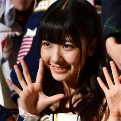 AKB48柏木由紀が赤面!?小学校時代のお宝映像公開