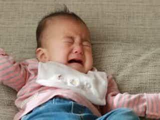 ママの姿が見えないと赤ちゃんはどうして泣くの?【ママの体験談】