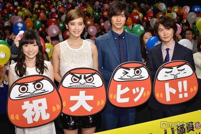 映画「神さまの言うとおり」初日舞台挨拶の模様(左から)優希美青、山崎紘菜、福士蒼汰、神木隆之介