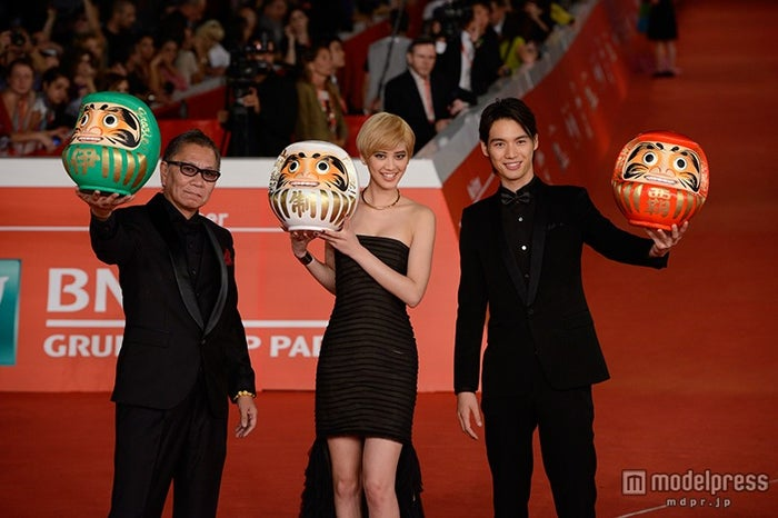 「第9回ローマ国際映画祭」の様子/(左から)三池崇史監督、山崎紘菜、福士蒼汰