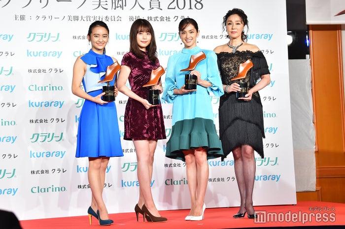 左から:岡田結実、有村架純、中村アン、浅野ゆう子 (C)モデルプレス
