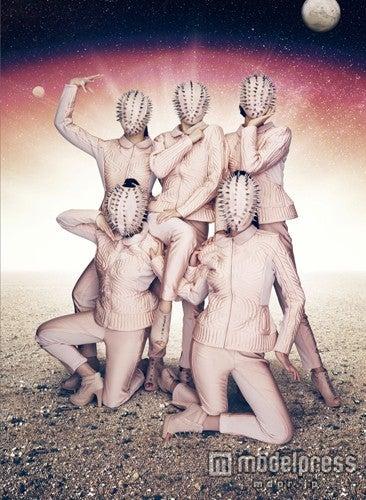 ももいろクローバーZの2ndアルバム「5TH DIMENSION」ビジュアル第3形態/ Photo: Kenshu Shintsubo