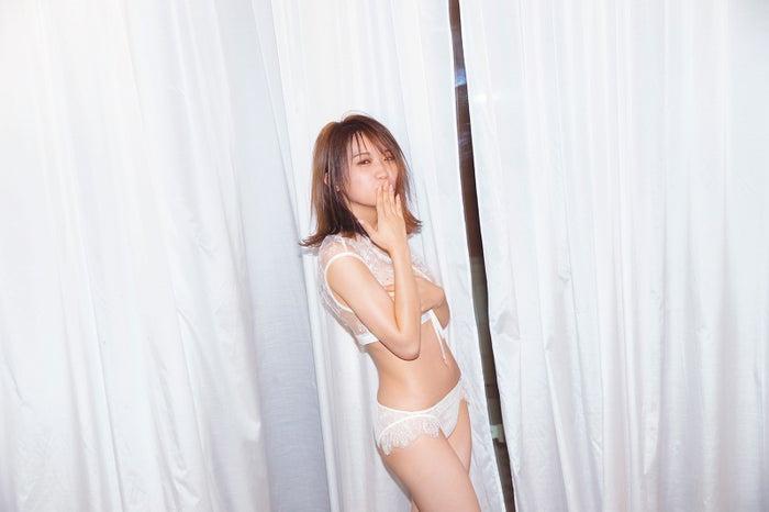 秋元真夏/撮影:倉本GORI(発売:竹書房)