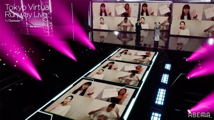 「Tokyo Virtual Runway Live by GirlsAward」ステージの様子(C)Tokyo Virtual Runway Live by GirlsAward (C)AbemaTV, Inc.