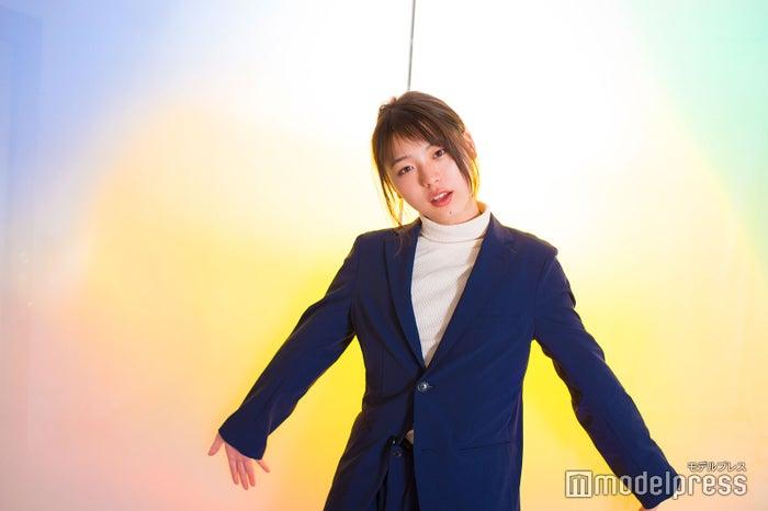 井手上漠/コンテストではSEKAI NO OWARIの「RAIN」を虹色の傘を持って歌った(C)モデルプレス
