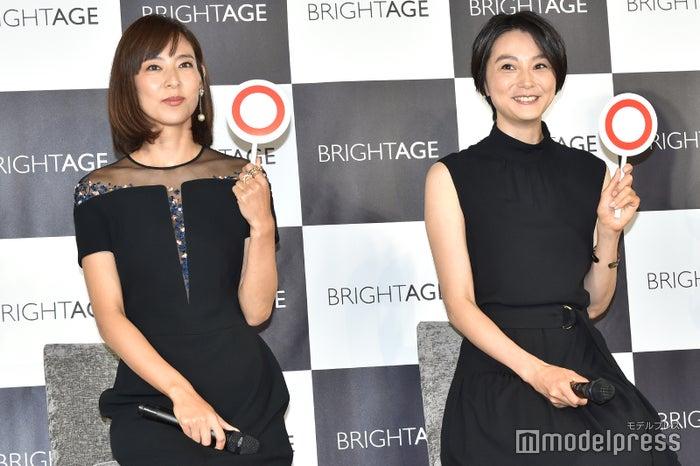(左から)小泉里子、本上まなみ(C)モデルプレス