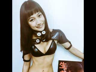 """武田あやな、露出度高めの""""ガンツスーツ""""が話題「刺激が強すぎる」「布の面積少ない」"""
