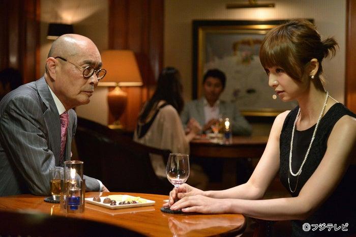 ドラマ「フォーチュンクッキー」で主演をつとめるAKB48篠田麻里子/『独立』より