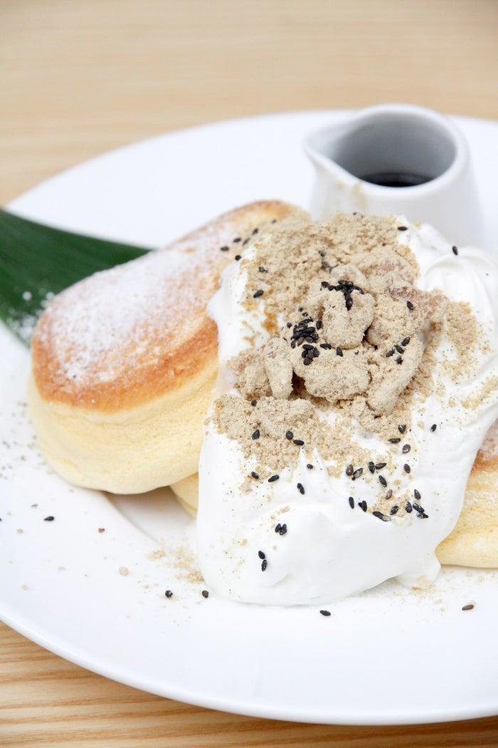 黒胡麻ときな粉クルミのパンケーキ/画像提供:株式会社エーステクノロジー