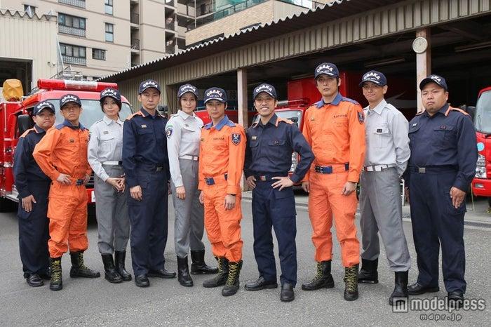 ドラマ「ボーダーライン」ロケ取材会に出席した森カンナ(左から3番目)(C)NHK