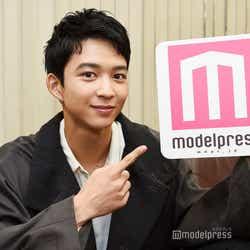 モデルプレスのインタビューに応じた鈴木仁(C)モデルプレス