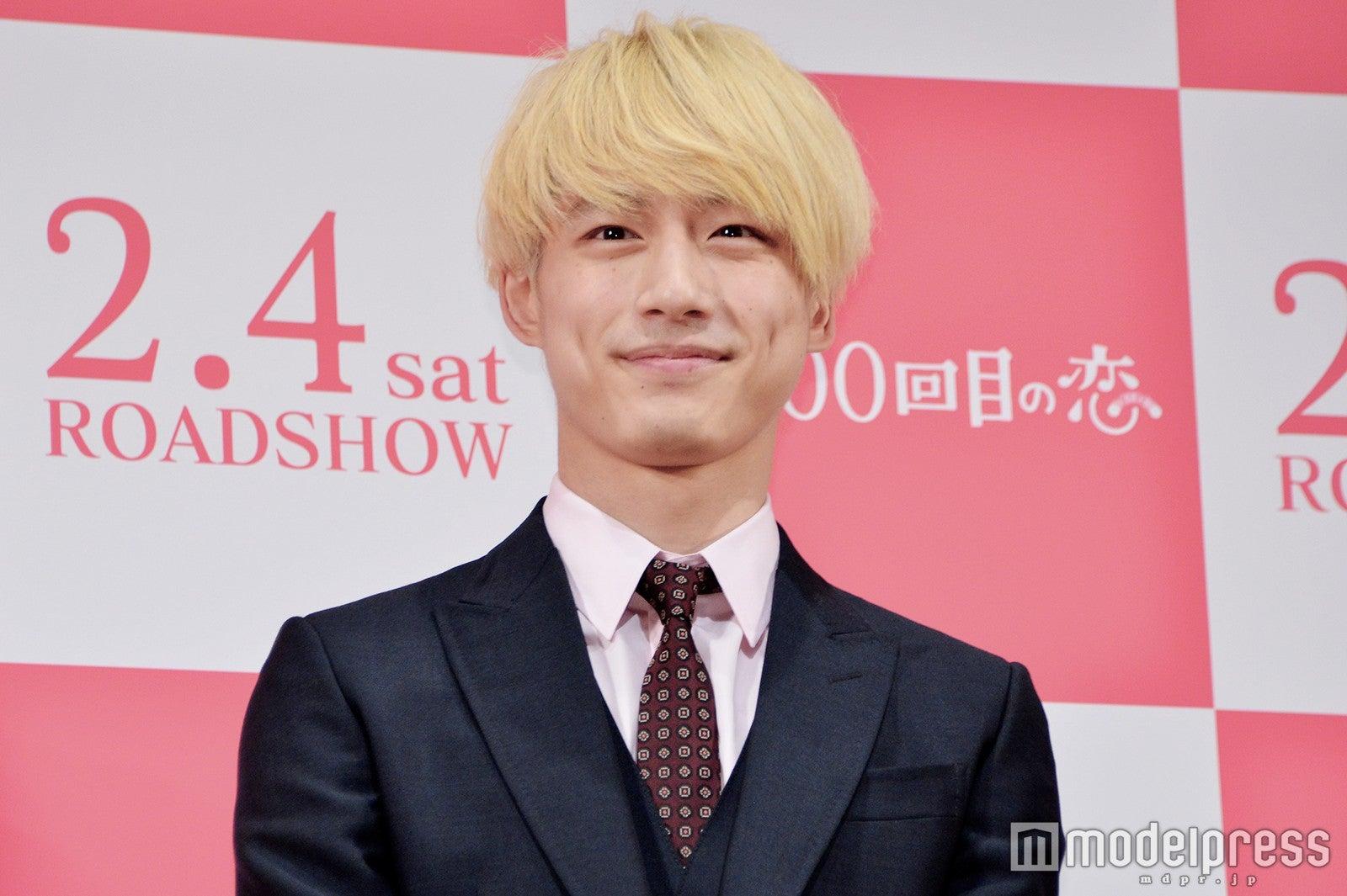 金髪の坂口健太郎「マッシュ」「ふわふわ」「七三」アレンジで