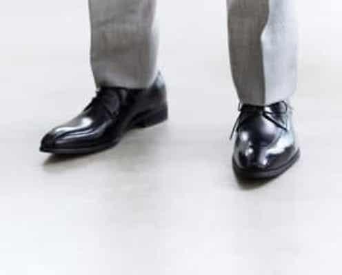 スーツのポケットは外に出しがちだけど…!? 間違いがちな「スーツの基本マナー」3選
