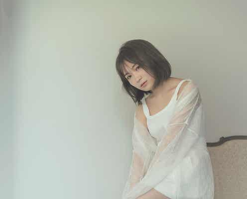 乃木坂46秋元真夏、大人な肌見せコーデで「blt graph.」初表紙