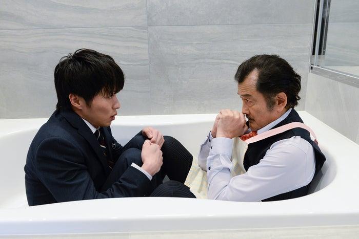 田中圭、吉田鋼太郎/「おっさんずラブ」第6話より(C)テレビ朝日