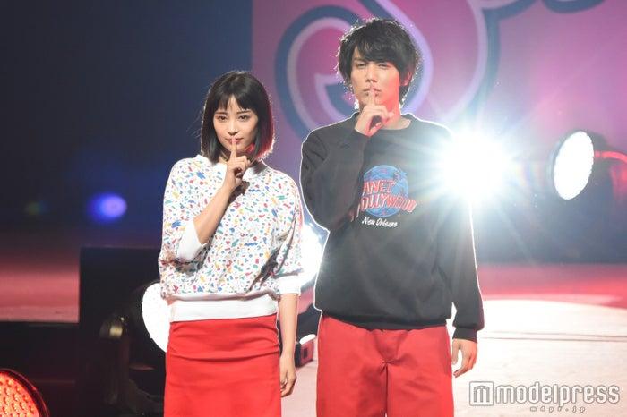 「Seventeen 夏の学園祭2016」に出演した広瀬すず&中川大志(C)モデルプレス
