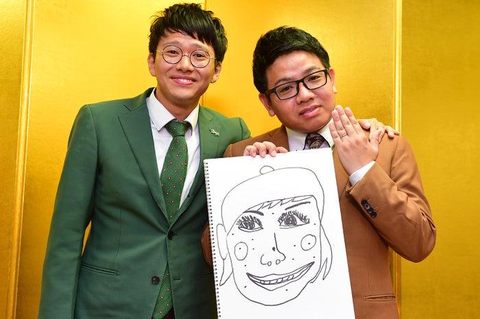 結婚を報告した昴生(右)、亜生(左)と会見/画像提供:所属事務所