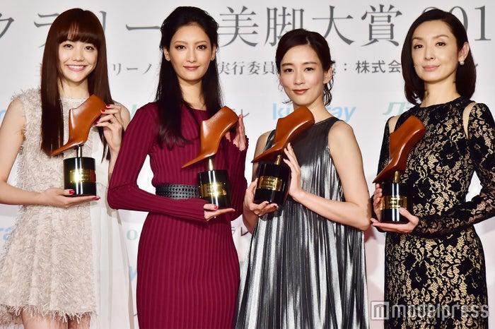 (左から)松井愛莉、菜々緒、水川あさみ、草刈民代 (C)モデルプレス