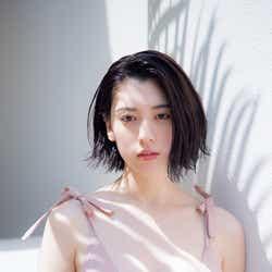 モデルプレス - 三吉彩花、水着姿で輝く色白美ボディ