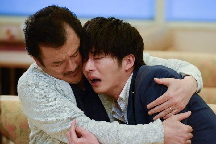 吉田鋼太郎、田中圭/「おっさんずラブ」第3話より(C)テレビ朝日