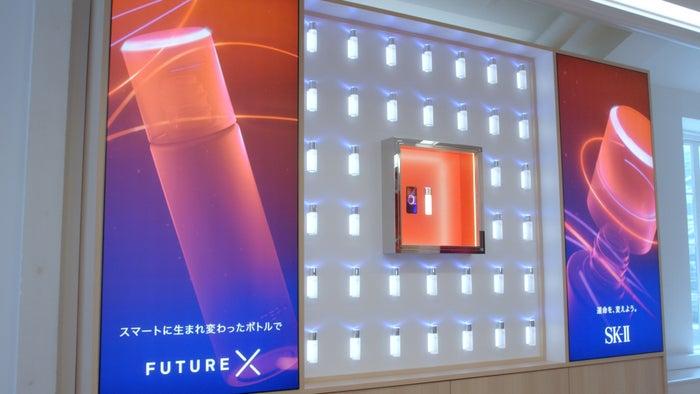 「フェイシャル トリートメント エッセンス スマートボトル」が世界初の展示