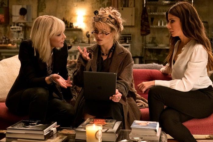(左から)ケイト・ブランシェット、ヘレナ・ボナム=カーター、サンドラ・ブロック(C)2018 Warner Bros. Entertainment All Rights Reserved.