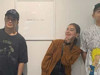 GENERATIONS白濱亜嵐、小森隼と姉・ラブリの個展で3ショット 姉弟愛に反響