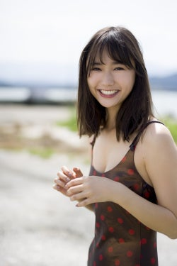 """""""新・癒しの女神""""鈴木友菜、美肌輝く新たな一面"""