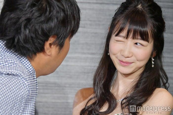 岡本「愛してるよ」ウィンク! (C)モデルプレス