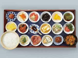 【謹賀新年】お盆にド~ンッと18皿の朝ごはん! 「築地本願寺」のカフェでいただく至福の朝ごはん