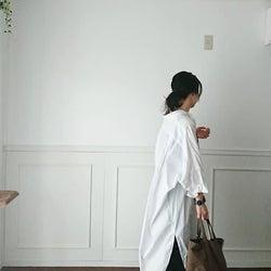 《ロングシャツワンピース》で秋の羽織りコーデ|Iラインを強調してコーデをすっきりまとめて!