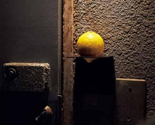 扉のレモンが目印!あの人気焼鳥店が仕掛ける、遊び心溢れる隠れ家へ彼女をエスコート