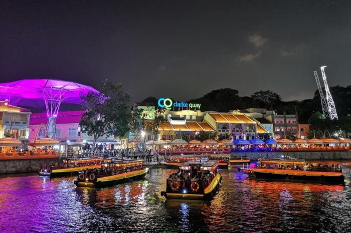 7色に輝くシンガポールの夜景(提供写真)