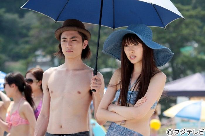 間宮祥太朗(左)、大野いと(右)/ドラマ「山田くんと7人の魔女」第5話より