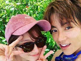 辻希美&杉浦太陽、水着で密着 ラブラブ夫婦ショットに「最高」の声