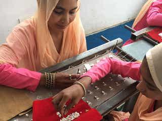 アクセサリーのスプリング、クラウドファンディングでインドの女性を支援
