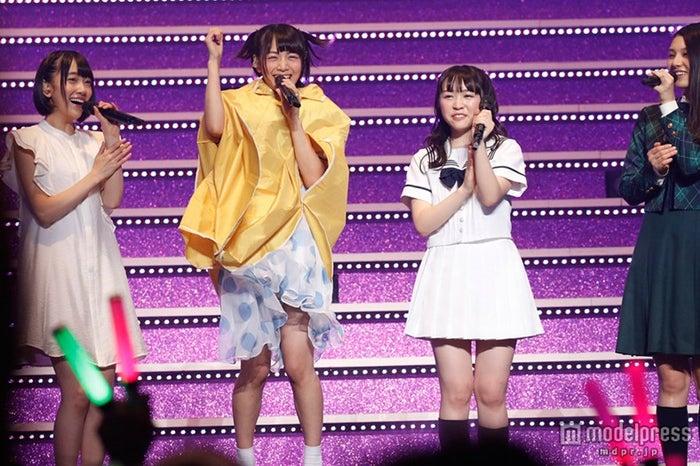 北野日奈子(左から2番目)