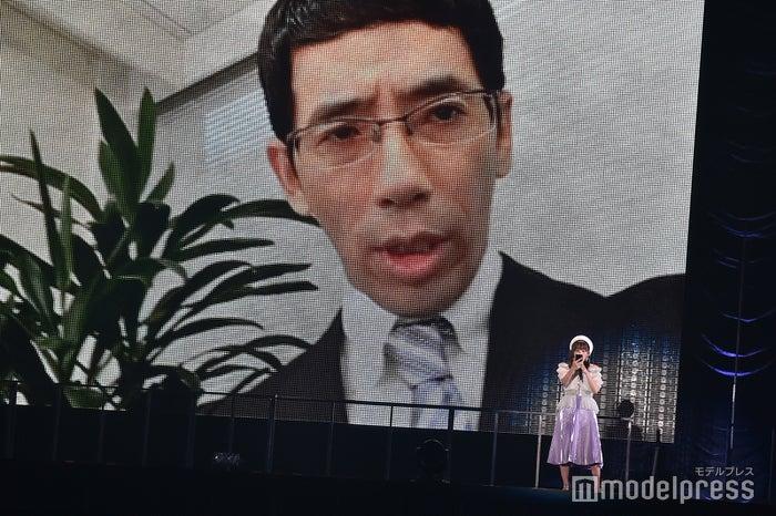 映像出演した野間口徹と大場美奈「AKB48グループ感謝祭~ランクインコンサート~」 (C)モデルプレス