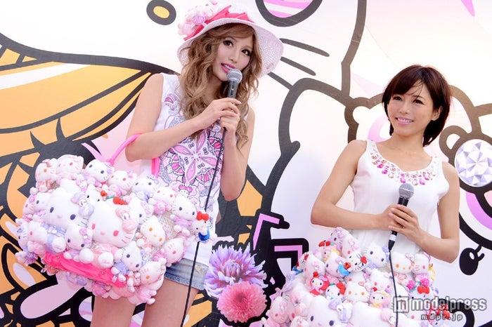 東京・SHIBUYA109前でイベントを行った(左から)武藤静香、釈由美子