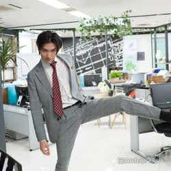 武川主任の足ドンをオマージュしております