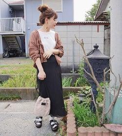 まだ着たい! 「白Tシャツ&黒Tシャツ」で作る秋コーデ10選