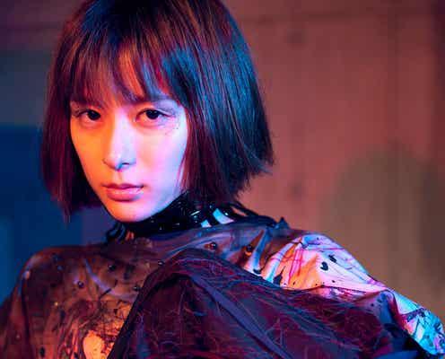 芳根京子、強い眼差しで魅せる世界観 涙を流す姿も