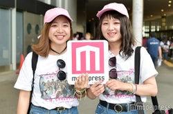ピンクの帽子が可愛い2人組 (C)モデルプレス