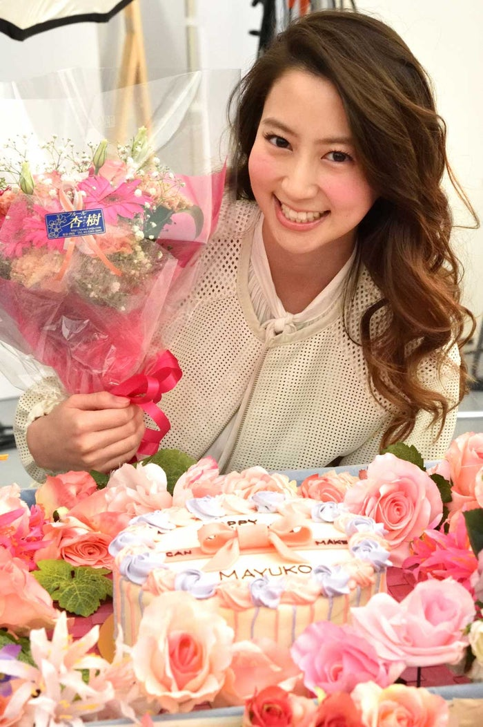 花に囲まれ、誕生日サプライズ/河北麻友子