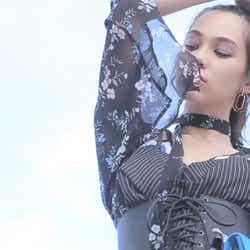 モデルプレス - 水原希子、大人の色っぽさ漂う動画公開 美しさ七変化